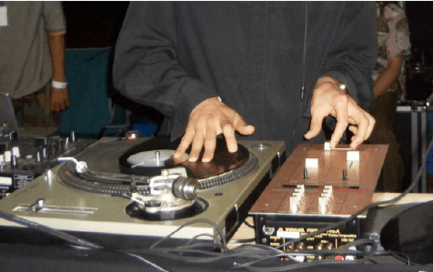 Scratching using a turntable